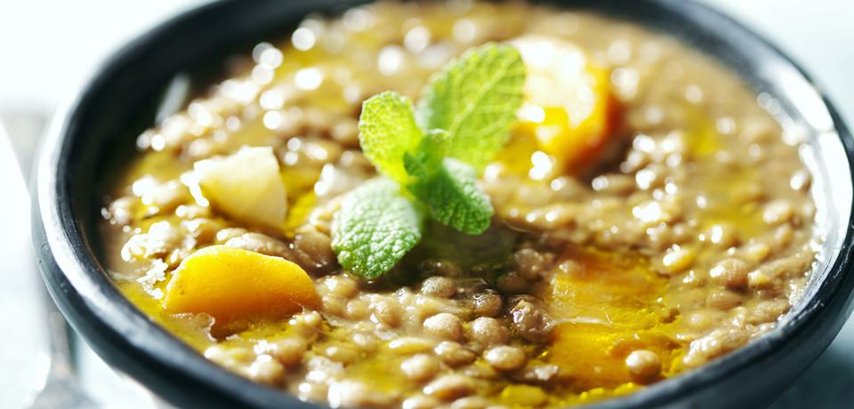 Чечевичный суп с копченостями